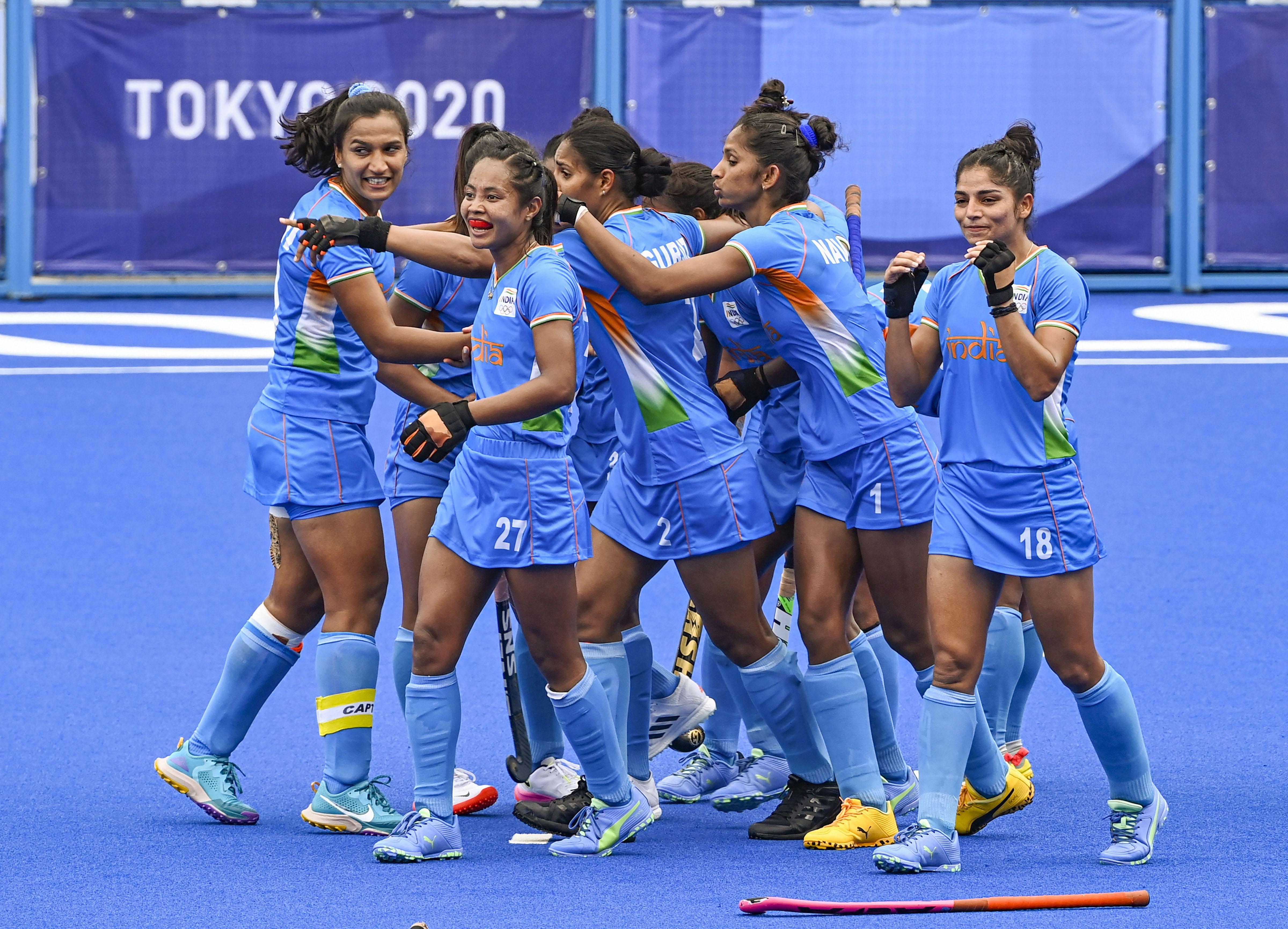 सेमीफाइनल में जगह बनाने के बाद जश्न मनाती टीम इंडिया।