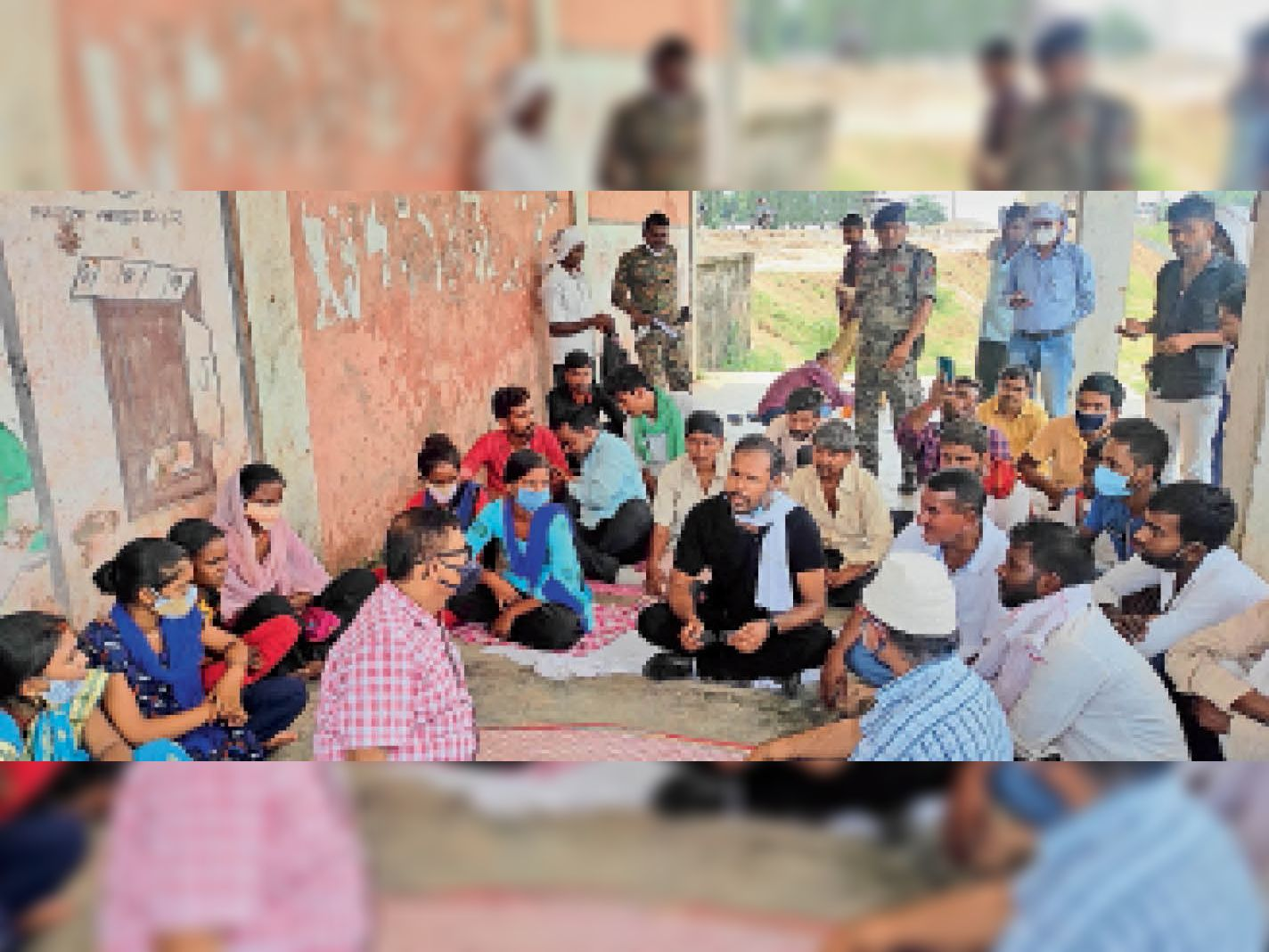 विधायक के साथ डीईओ ने बैठक किया। - Dainik Bhaskar