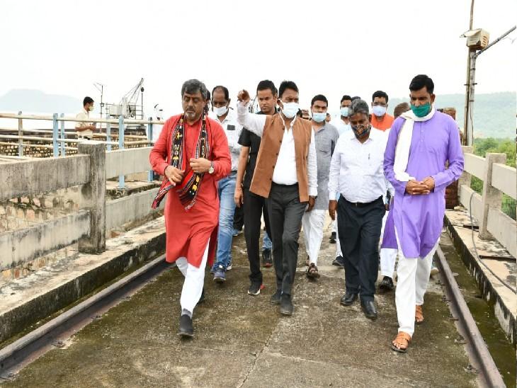 तिघरा डैम का निरीक्षण करते प्रभारी मंत्री तुलसीराम सिलावट - Dainik Bhaskar