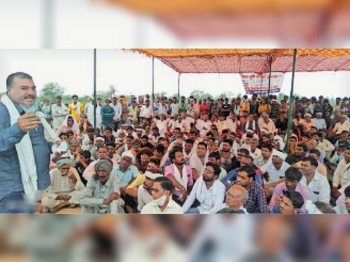 अडूका बणी की गोचर भूमि के लिए संघर्ष समिति बनाकर आंदोलन चलाने का निर्णय|झुंझुनूं,Jhunjhunu - Dainik Bhaskar