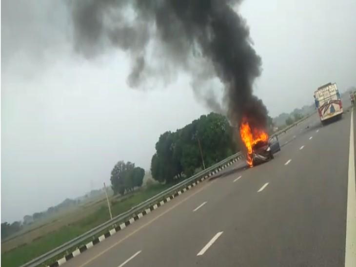 चलती कार से कूदकर कार सवार तीन लोगों ने बचाई जान।
