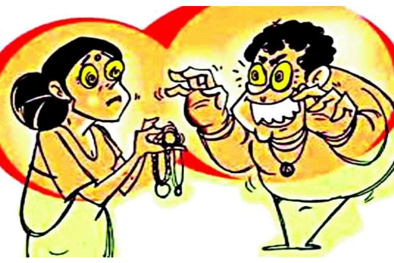 अम्मा, पीछे बदमाश आ रहे है, वो मेरे पैसा लूटना चाहते है, आप भी सोने के जेवर इस रूमाल में बांधकर रख लो|भिंड,Bhind - Dainik Bhaskar
