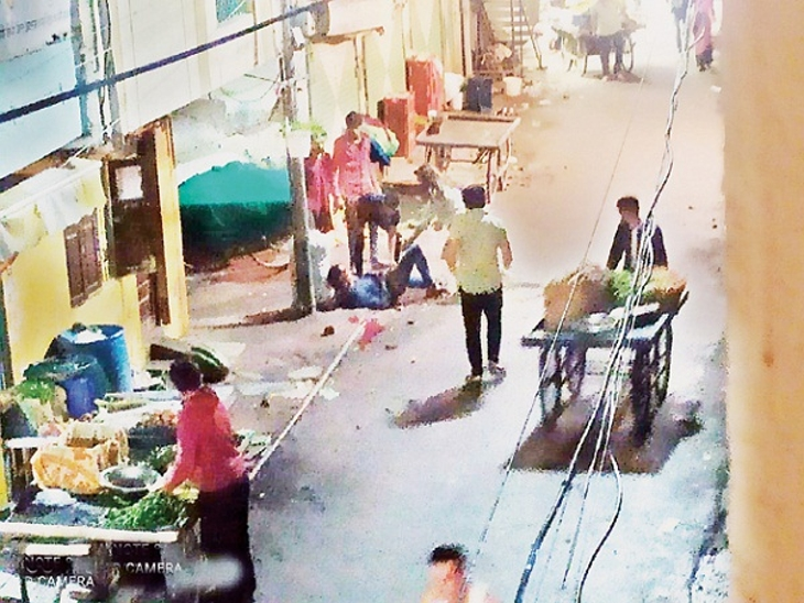 पुरानी रंजिश में तलवार से किए 5 वार, जमीन पर गिरा तो हमलावर समझे मर गया; आरोपी फरार|इंदौर,Indore - Dainik Bhaskar