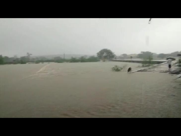 कई हिस्सों में रात से जारी है बारिश का दौर, 2 दिन बारिश थमने से बढ़ी थी उमस; सीजन की 50 प्रतिशत बारिश हो चुकी|भीलवाड़ा,Bhilwara - Dainik Bhaskar