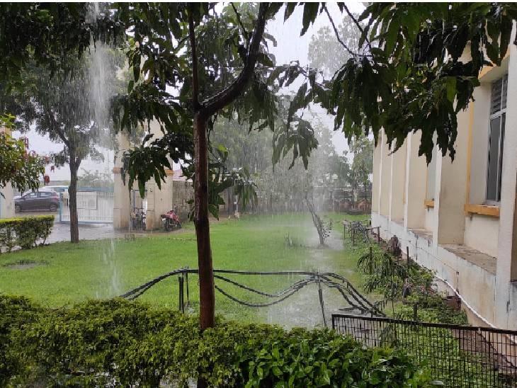 झमाझम बारिश के बाद धार में मौसम - Dainik Bhaskar