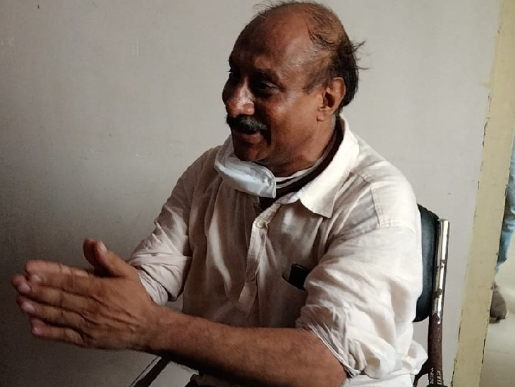 बाथरूम में बुलाकर बीमार मरीज से ली 2 हजार की रिश्वत, 1 हजार पहले ले चुका था; 7 साल पहले 1500 लेते गिरफ्तार हुआ था|भरतपुर,Bharatpur - Dainik Bhaskar