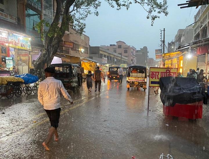 मेहंदीपुर बालाजी में बारिश का नजारा। - Dainik Bhaskar