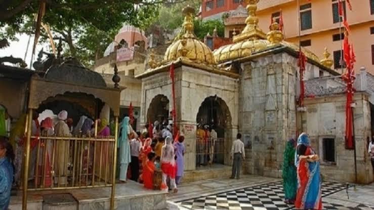 हिमाचल प्रदेश स्थित पसंद माता चिंतपूर्णी मंदिर। - Dainik Bhaskar