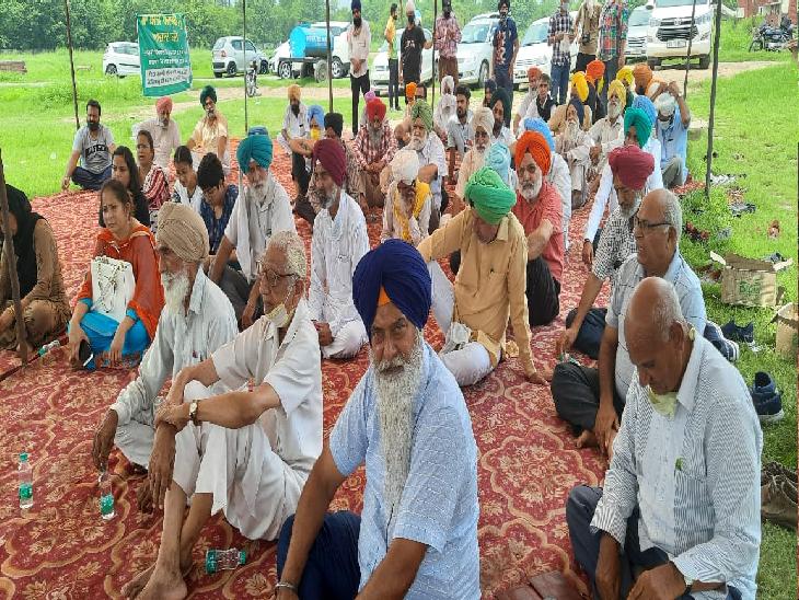 सेक्टर 25 रैली ग्राउंड में सांकेतिक तौर पर इकट्ठा हुए 100 लोग;प्रशासन नहीं जगा तो आने वाले दिनों में संघर्ष होगा और तेज|चंडीगढ़,Chandigarh - Dainik Bhaskar