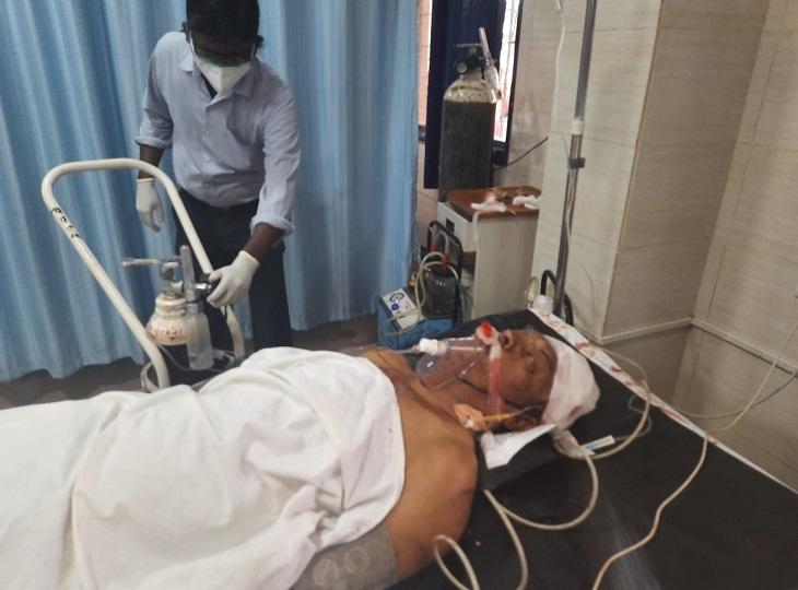 किरंदुल-चोलनार मार्ग पर टंगिया से वार कर भाग गए आरोपी, नक्सली घटना की आशंका; गंभीर हालत में इलाज जारी|जगदलपुर,Jagdalpur - Dainik Bhaskar