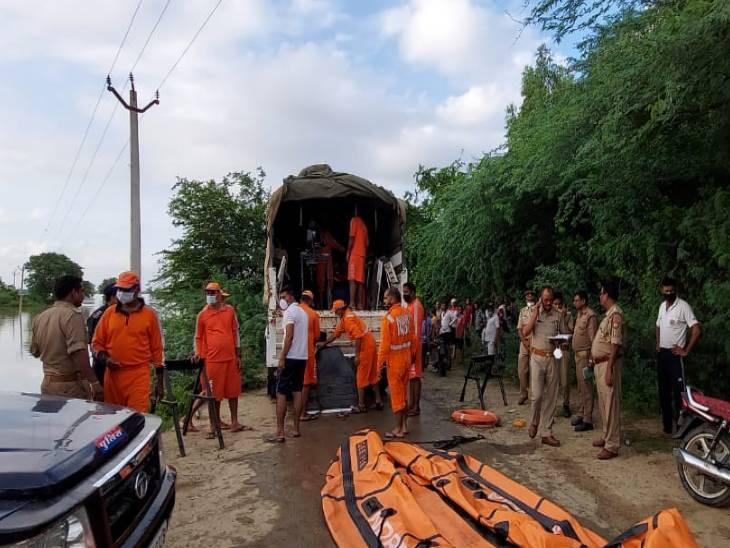 ग्रामीणों ने लापता युवकों को काफी देर तक ढूंढा, फिर प्रशासन को सूचना दी तो एनडीआरएफ और एसडीआरएफ की टीम को भेजा गया।