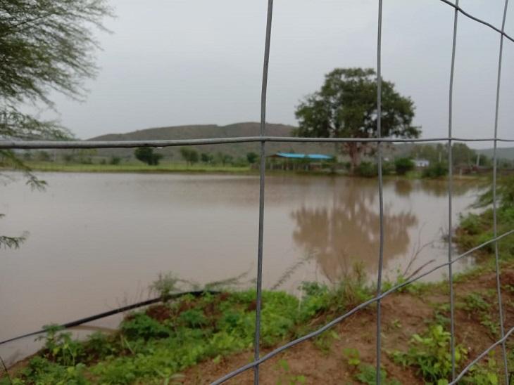 98 मिमी बारिश से फिर आई आफत सड़कें कटीं, बनास में उफान, कच्चे मकान धराशायी, शिवाड़ क्षेत्र में बिगड़े हालात|सवाई माधोपुर,Sawai Madhopur - Dainik Bhaskar