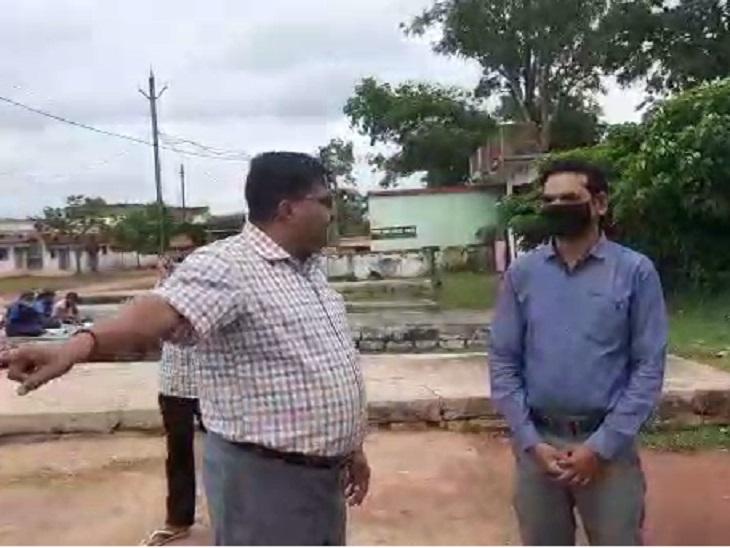 DEO ने निरीक्षण के दौरान भी स्कूल में टीचरों को फटकार लगाई थी। - Dainik Bhaskar