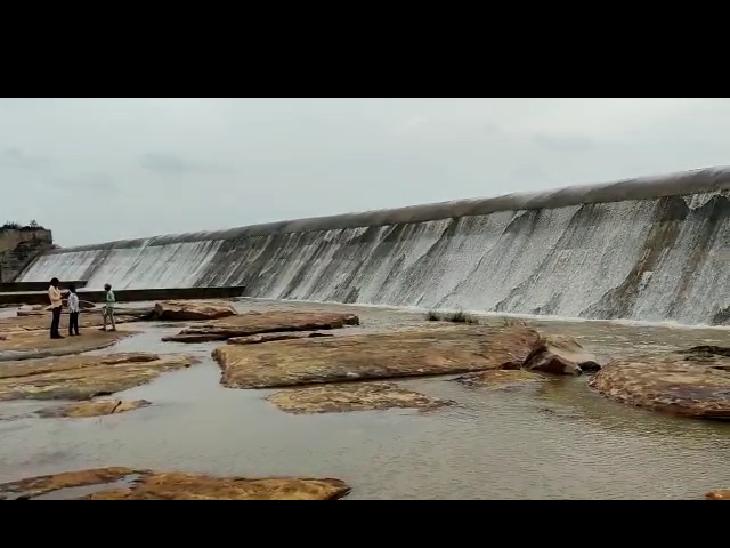 जिले के 9 बांध हुए ओवरफ्लो, जेतपुरा बांध में लगातार पानी की आवक के चलते एक गेट खोला, 3 गांव में लोगों को किया गया है अलर्ट|भीलवाड़ा,Bhilwara - Dainik Bhaskar