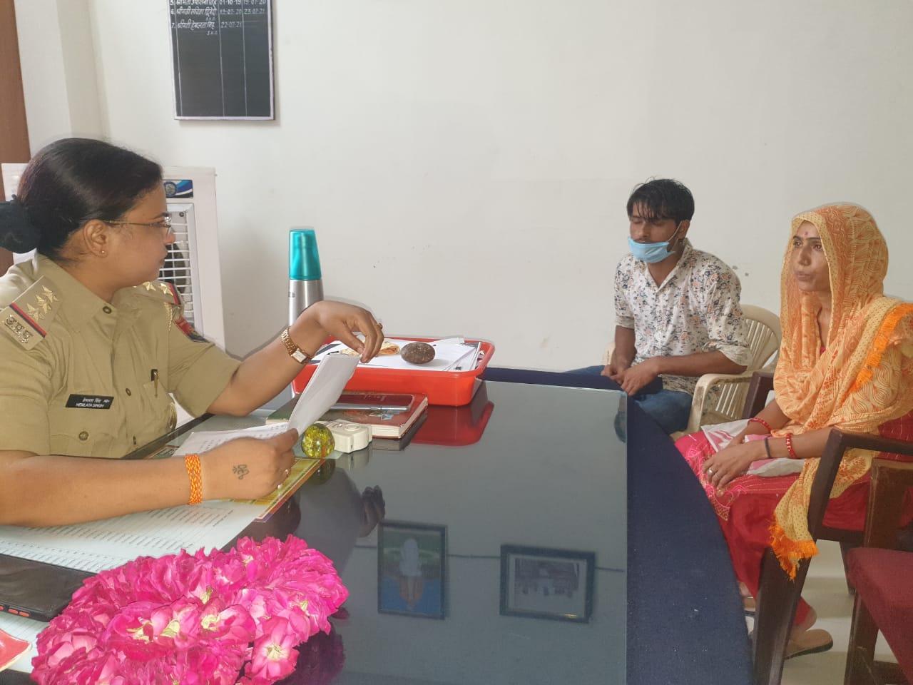 22 जुलाई को महिला थाना प्रभारी का चार्ज संभालने वाली हेमलता सिंह इससे पहले श्री कृष्ण जन्मस्थान की सुरक्षा व्यवस्था में तैनात थीं। - Dainik Bhaskar