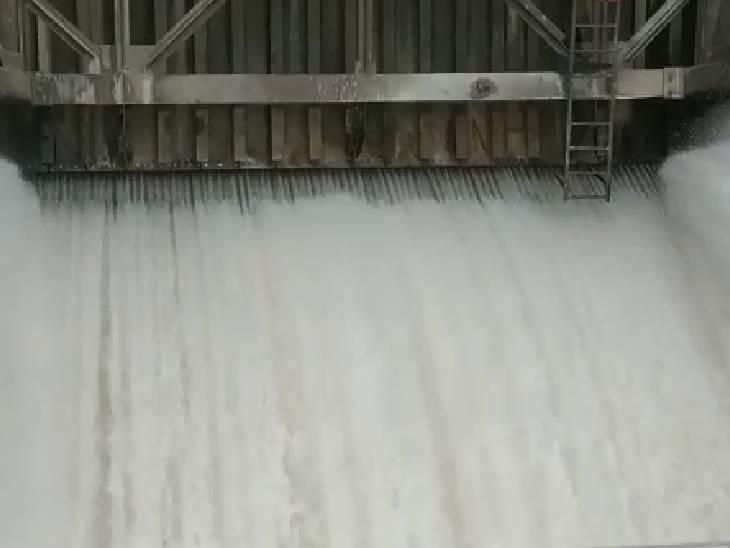 छतरपुर-टीकमगढ़ में धसान नदी पर बने बान सुजारा बांध।