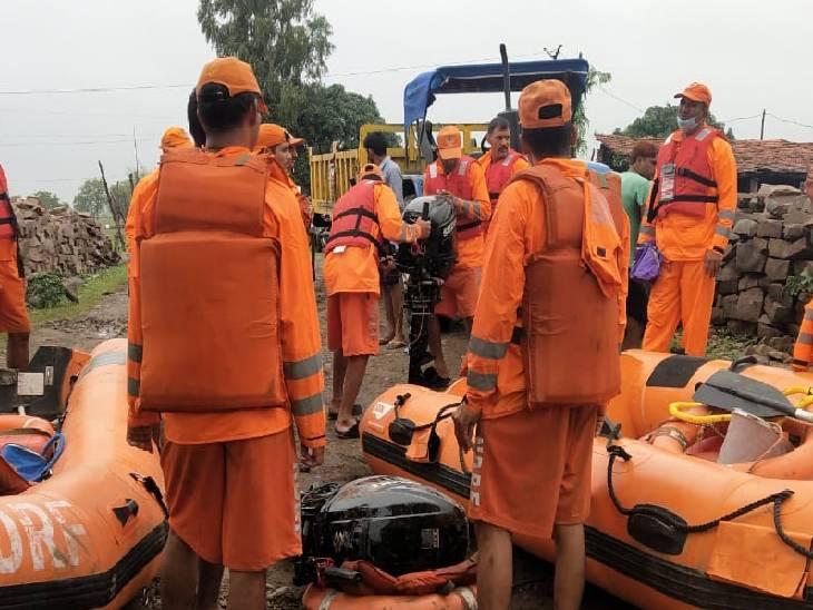 गुना में रेस्क्यू करने पहुंची एनडीआरएफ की टीम।