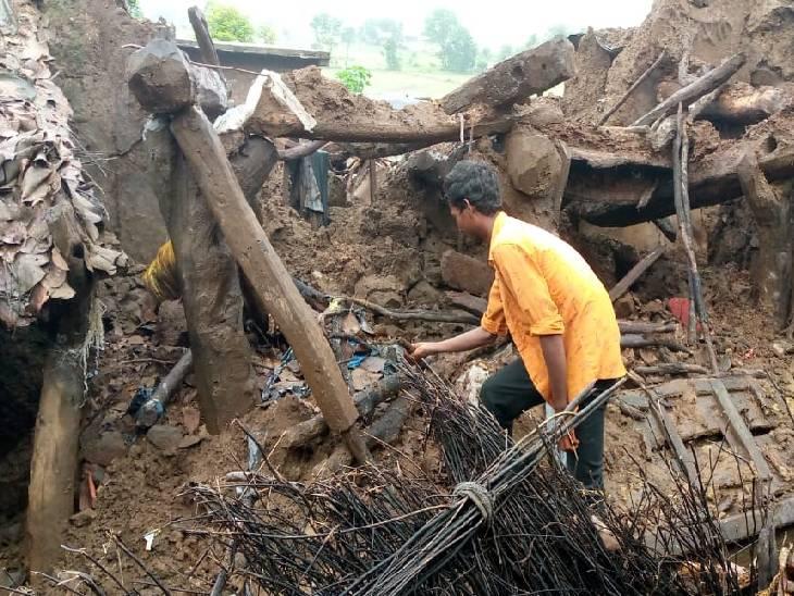 मदनपुरा गांव में घर ऐसे ही मलबे में बदल गए हैं।