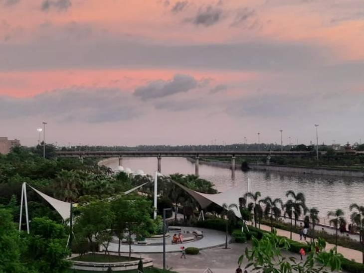 वैज्ञानिकों का अनुमान है कि लखनऊ, गोरखपुर, महराजगंज और लखीमपुर में ज्यादा बारिश हो सकती है।