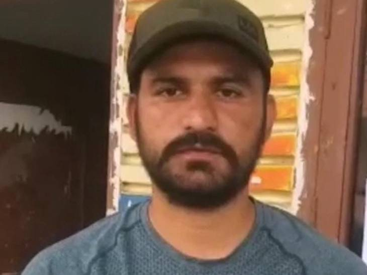 तजेंद्र के अनुसार घटना के वक्त उनकी मां गुरद्वारे गई थी।