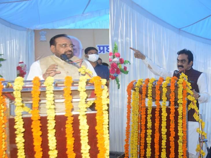 अन्न उत्सव कार्यक्रम को संबोधित करते हुए प्रभारी मंत्री गोपाल भार्गव और सांसद राकेश सिंह।