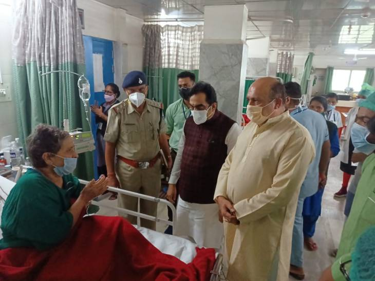 जबलपुर के पिंक सिटी अग्निकांड में 3 मौत की बताई वजह, मौत को मात देकर बच गईं अरुणबाला से मिले सांसद|जबलपुर,Jabalpur - Dainik Bhaskar