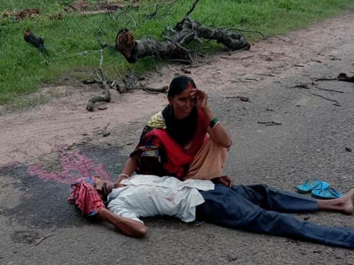 मृतक की पहचान कोर्रा थाना क्षेत्र के मेरावल सिंदूर निवासी छठु गोप के पुत्र मुकेश गोप के रूप में की गई। - Dainik Bhaskar