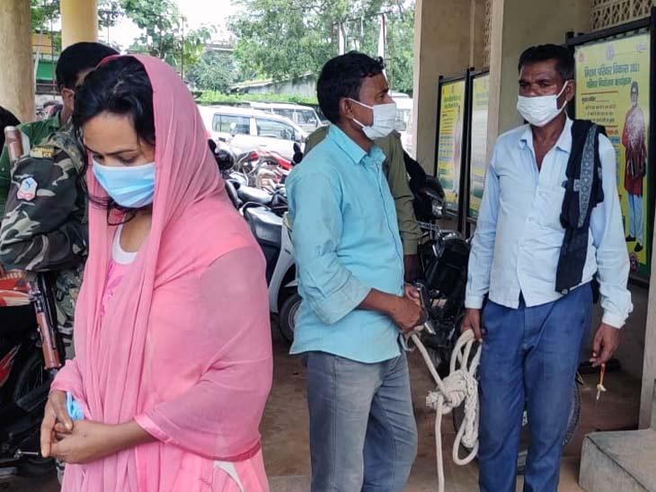 दोनों आरोपियों को गिरफ्तार कर जेल भेज दिया गया है। - Dainik Bhaskar