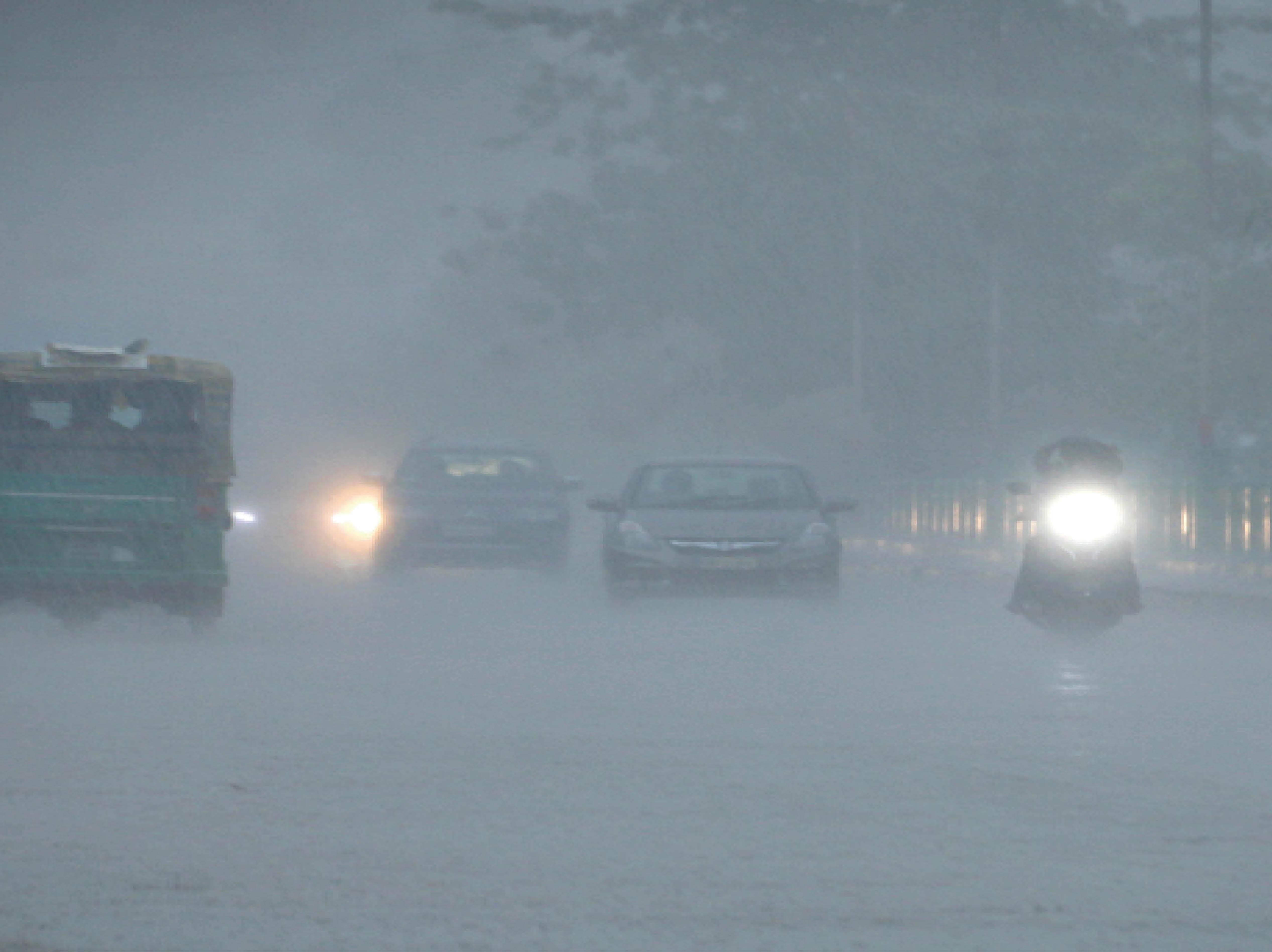 30 मिनट में 14.5 मिमी पानी गिरा, अभी दो दिन हल्की और मध्यम बारिश के आसार ग्वालियर,Gwalior - Dainik Bhaskar