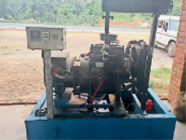 पंप स्थापित करने के लिए रखा गया जनरेटर। - Dainik Bhaskar