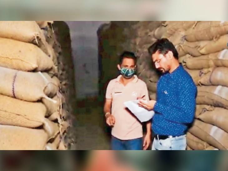 जंडियाला गुरु में पनग्रेन के 4 गोदामों में 20 करोड़ का गेहूं कम, जिम्मेदार इंस्पेक्टर गायब अमृतसर,Amritsar - Dainik Bhaskar