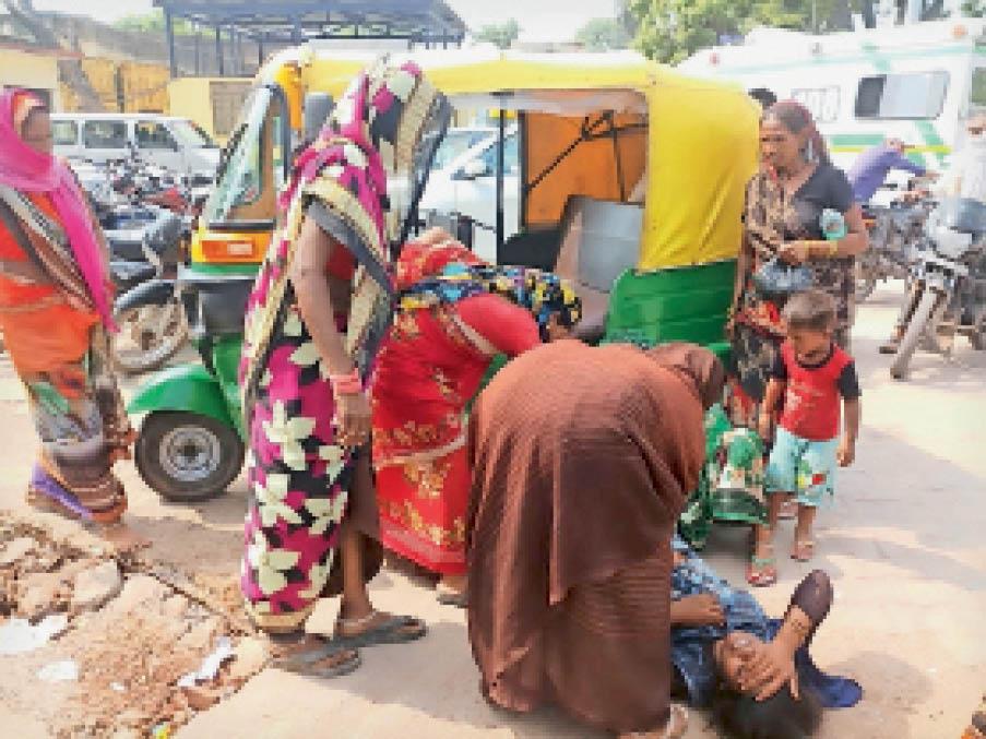 अस्पताल के गेट पर तड़पती रही प्रसूता, नहीं आए डॉक्टर, बच्चा जन्मा, बाड़ी के बरीपुरा की रहने वाली है महिला|धौलपुर,Dholpur - Dainik Bhaskar