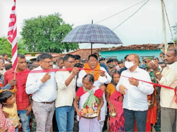 अखड़ा का फीता काटकर उद्घाटन करते मंत्री सह विधायक व अन्य। - Dainik Bhaskar