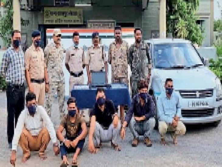 छह राज्यों में एटीएम कार्ड का क्लोन कर रुपए उड़ाने वाले 5 ठग गिरफ्तार कवर्धा (कबीरधाम),Kawardha (Kabirdham) - Dainik Bhaskar