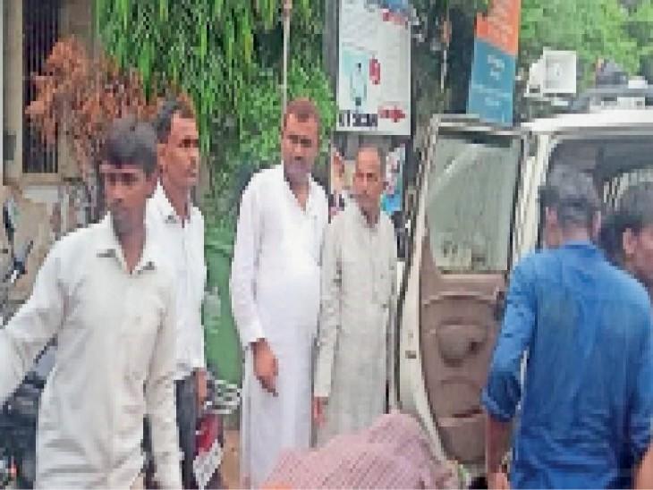 घटना के बाद अस्पताल में परिजन - Dainik Bhaskar