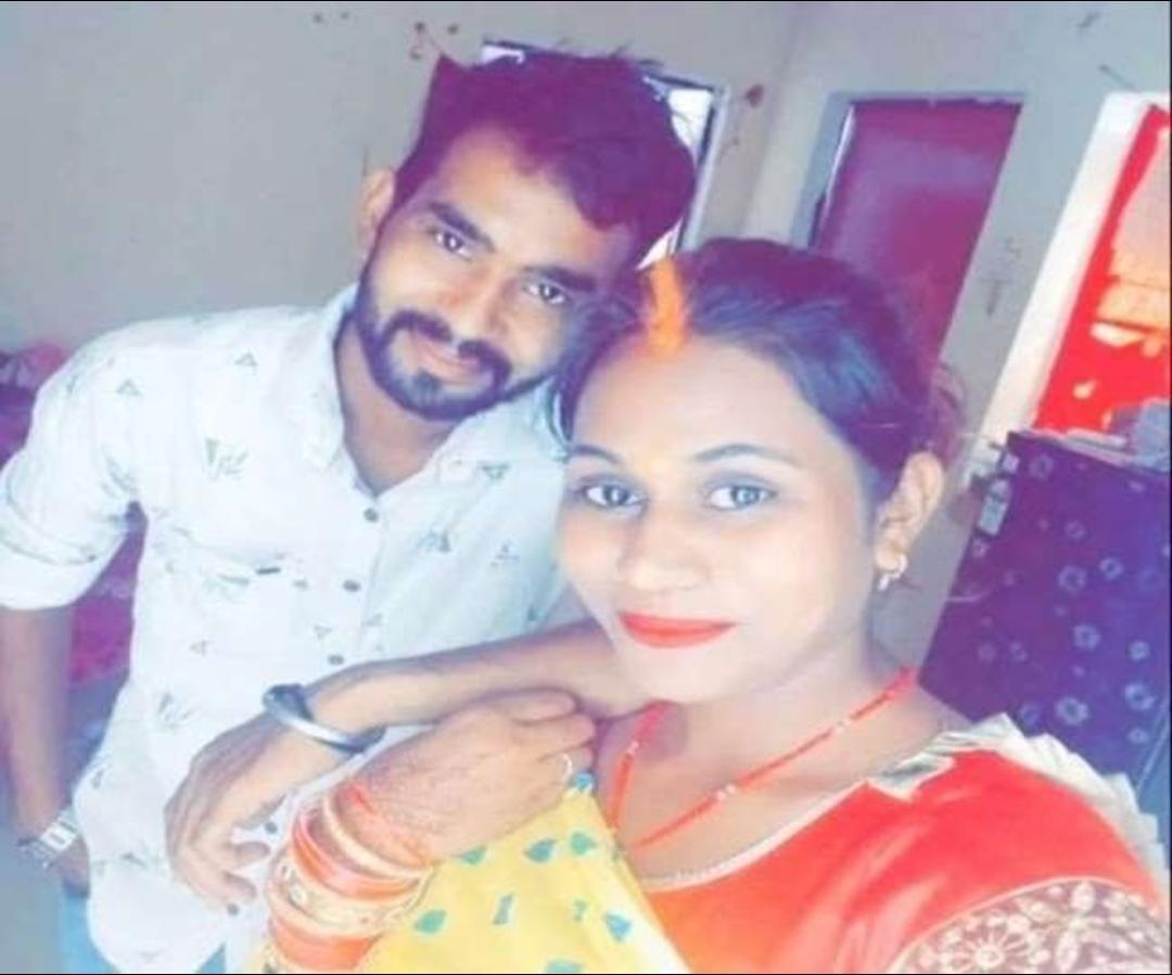 मृतका दीपिका की पति दुर्गेश के साथ की फाइल फोटो।