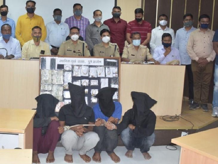 पुलिस गिरफ्त में डकैती के आरोपी। - Dainik Bhaskar