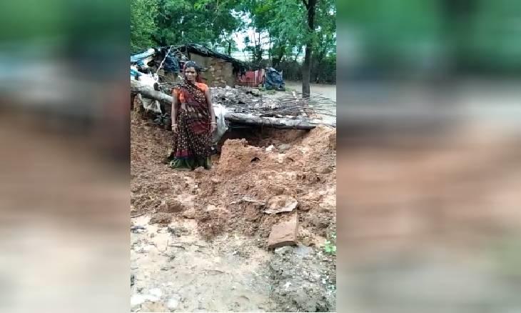 शिवपुरी के मदनपुरा में 150 में से 25 घर बहे, जो बचे वे कभी भी गिर सकते हैं; बरसाती-बांस के सहारे 5 दिन से छतों पर डटे हैं लोग शिवपुरी,Shivpuri - Dainik Bhaskar