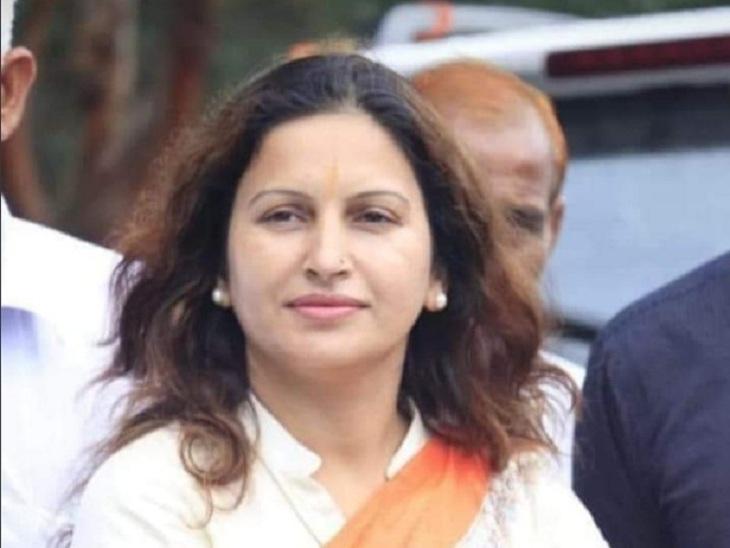 कोसली में पुतला फूंका और विरोधी नारेबाजी की, ऐलान- बैठक में लिया जाएगा कड़ा फैसला; आपत्तिजनक टिप्पणी का मामला|रेवाड़ी,Rewari - Dainik Bhaskar