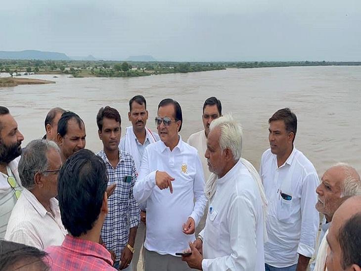 सांसद जौनपुरिया ने किया मानसरोवर बांध का दौरा, अधिकारियों को दिए जल्द से जल्द मरम्मत करने के निर्देश|सवाई माधोपुर,Sawai Madhopur - Dainik Bhaskar