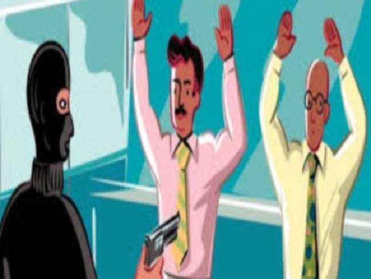 समस्तीपुर में हथियारबंद अपराधियों ने बैंक कर्मचारियों को कमरे में बंद किया, फिर 16.76 लाख रुपए ले उड़े|समस्तीपुर,Samastipur - Dainik Bhaskar