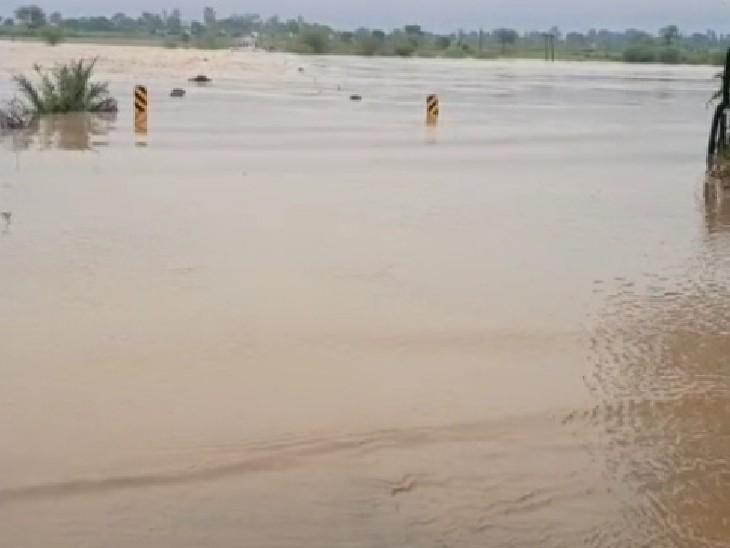 म्याना के लहरघाट में सिंध 55 फीट ऊंचे पुल से 5 फीट ऊपर बह रही है।
