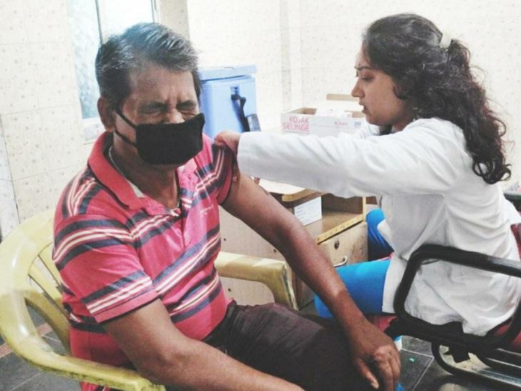 वैक्सीन की 36960 डोज हुई खत्म, टीकाकरण अधिकारी बोले सुबह तक वैक्सीन आई तो भी कल नही हो सकता टीकाकरण|बिलासपुर,Bilaspur - Dainik Bhaskar
