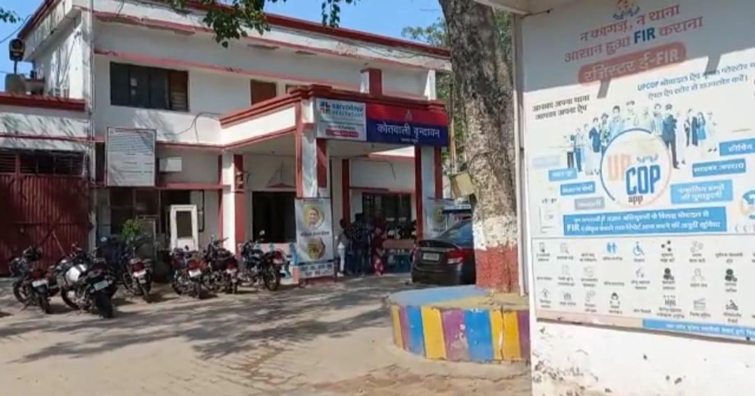 कानपुर के श्रद्धालु ऑटो से बृज घूमने आए थे, बाइक से हो गई टक्कर, 3 लोगों को अस्पताल में कराया गया भर्ती|मथुरा,Mathura - Dainik Bhaskar
