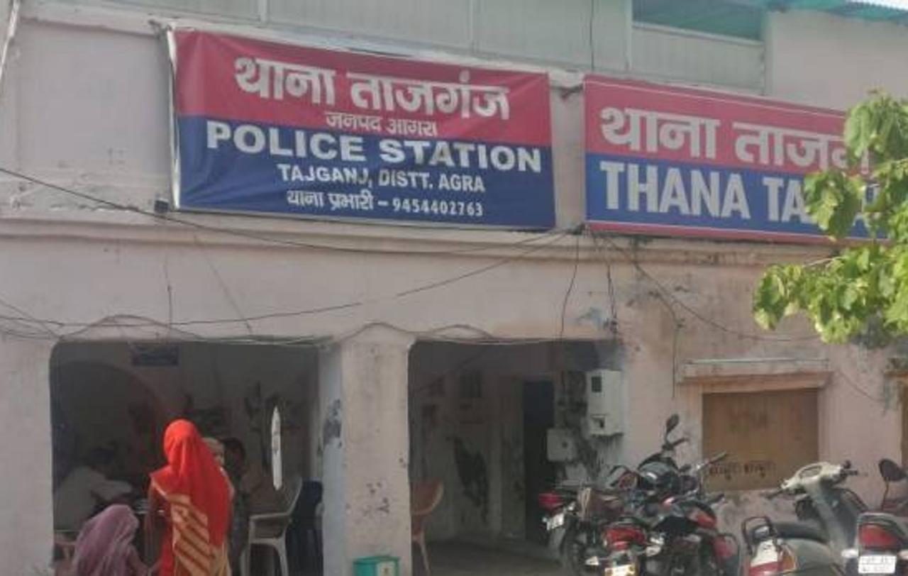 थाना ताजगंज में लापता हुई लड़की में युवक से पूछताछ करने का था मामला। - Dainik Bhaskar