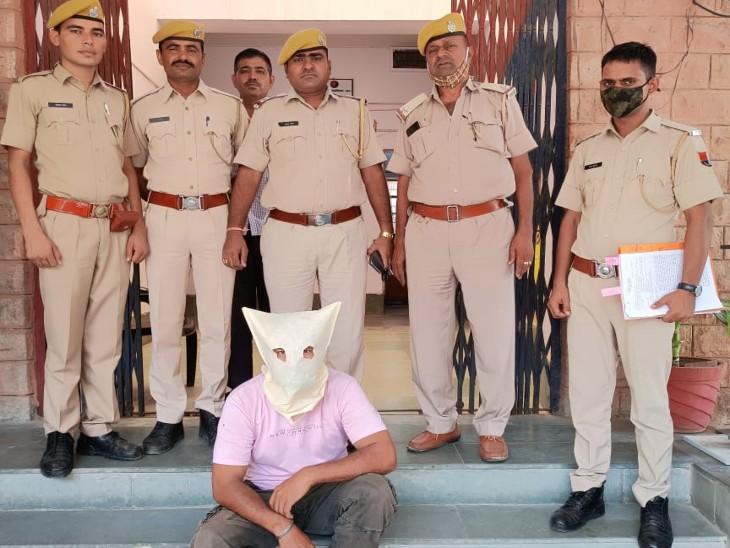 पुलिस की गिरफ्त में फर्जी ड्रग ऑफिसर। - Dainik Bhaskar