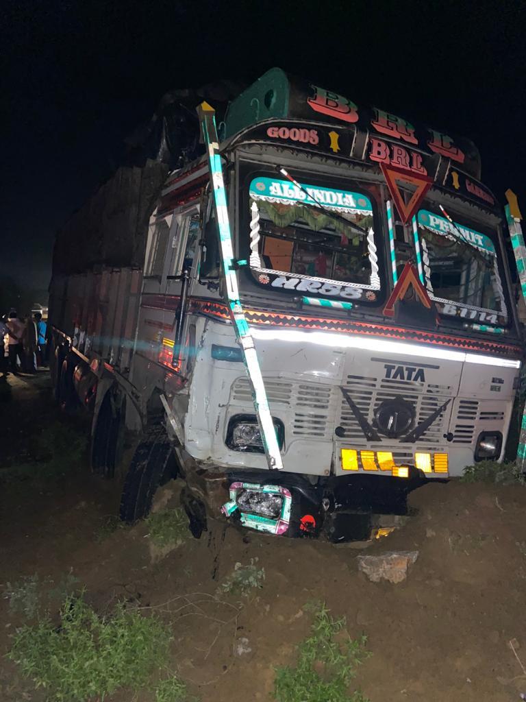 इस ट्रक से हुआ एक्सीडेंट।