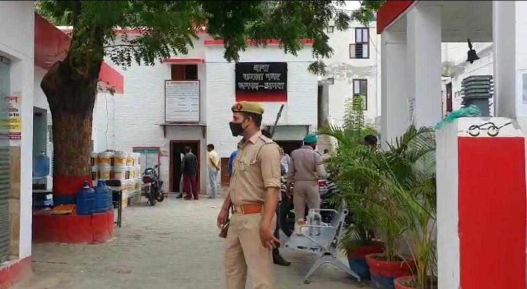 पुलिस वाले बनकर उतरवाई चेन और अंगूठी, आगे जाकर देखा तो पैकेट में रखा था पत्थर, आगरा में वाटर वर्क्स की घटना|आगरा,Agra - Dainik Bhaskar