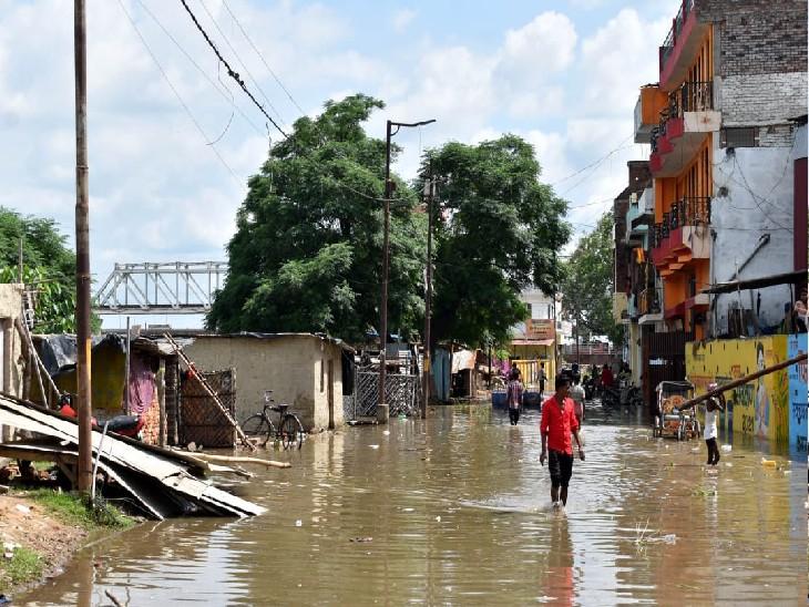 प्रयागराज के दारागंज इलाके में बाढ़ का घुसा पानी।