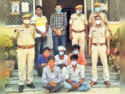 पुलिस गिरफ्त में आरोपी। - Dainik Bhaskar